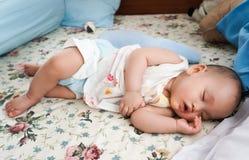 婴孩月亮休眠担任主角黄色 免版税库存图片