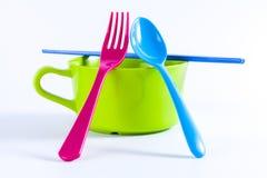 婴孩有匙子的断绝碗和叉子和筷子 库存照片