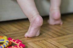婴孩步 免版税库存照片