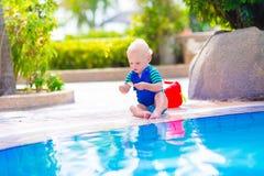 婴孩池游泳 库存照片