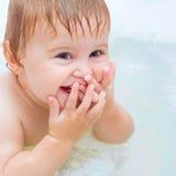 婴孩沐浴 免版税图库摄影