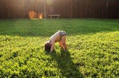 婴孩瑜伽 库存照片