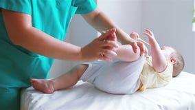 婴孩的物理疗法 股票视频