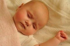 婴孩睡觉。 免版税图库摄影