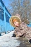 孩童用防雪装的女婴在雪 免版税库存图片