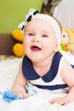 婴孩纵向 甜婴孩,笑的小女孩 图库摄影