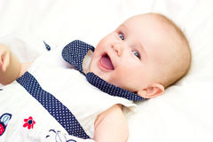 婴孩纵向 甜婴孩,笑的小女孩 库存照片