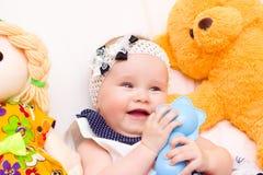 婴孩纵向 甜婴孩,笑的小女孩 免版税库存图片