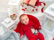 婴孩背景圣诞节查出在白色 小逗人喜爱的女孩自前夕的五个月 免版税库存照片