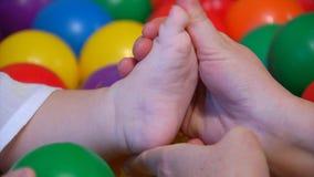 婴孩脚按摩 股票视频