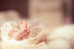 婴孩脚特写镜头 库存照片