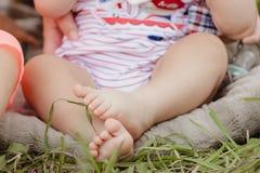 婴孩赤脚 免版税库存图片