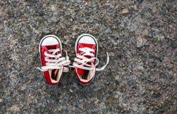 婴孩运动鞋 免版税库存照片