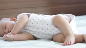 婴孩逗人喜爱的休眠向量 影视素材