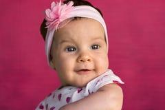 婴孩逗人喜爱的女孩纵向 免版税库存照片