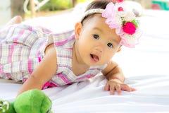 婴孩逗人喜爱的女婴画象 免版税图库摄影