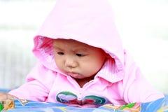 婴孩逗人喜爱的女婴画象 免版税库存图片