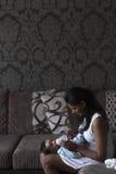 婴孩饲养时间 免版税库存图片