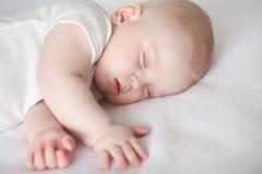 婴孩,睡觉的婴孩,儿童` s美梦 免版税库存照片