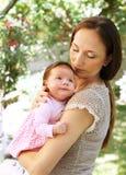 婴孩-母爱 库存图片