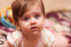 婴孩说谎 图库摄影