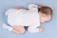 婴孩sleepsblanket。顶视图 免版税图库摄影