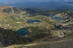 孪生、三叶草、鱼和更低的湖,里拉山脉山,七个Rila湖,保加利亚的夏天视图 库存照片
