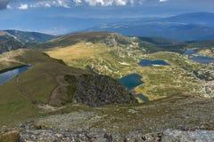孪生、三叶草、鱼和更低的湖,里拉山脉山,七个Rila湖,保加利亚的夏天视图 库存图片