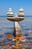 宁静和平衡的概念 以标度的形式岩石禅宗 库存照片
