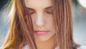 宁静和谐平安的放松的青少年的女孩 影视素材