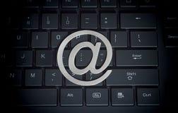 它和互联网的计算机标志在keybboard 免版税图库摄影