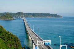 它是一座非常长和美丽的桥梁,并且它是可以免费使用的路 免版税库存照片
