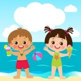 它是真正的乐趣 逗人喜爱的使用与在夏天海滩的沙子的小男孩和女孩 向量例证