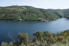 它的国际路线的塔霍河在西班牙和葡萄牙之间 免版税库存图片