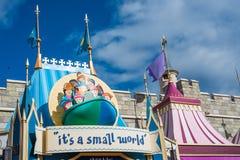 `它` s在不可思议的王国,华特・迪士尼世界的小世界`乘驾 图库摄影