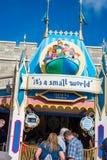 `它` s在不可思议的王国,华特・迪士尼世界的小世界`乘驾 免版税库存照片