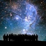 宇宙现出轮廓的人和光  库存照片
