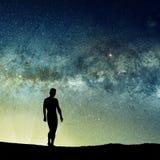 宇宙现出轮廓的人和光  免版税库存照片