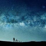 宇宙现出轮廓的人和光  免版税图库摄影