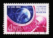 宇航员和圆的行星,空间站沃斯托克2,大约1961年 库存图片