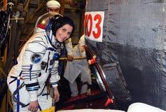 宇航员在彩排适合的Chec期间的萨曼塔Cristoforetti 免版税库存照片