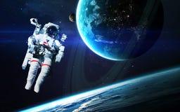 宇航员外层空间 美国航空航天局装备的这个图象的元素 库存照片