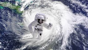宇航员驻防在国际空间站在空间行走去 影视素材