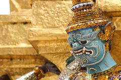 守卫一个寺庙的巨人在泰国 免版税库存图片