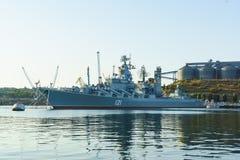 守卫导弹巡洋舰 图库摄影