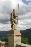 守卫德国城堡的战士老雕象 库存图片
