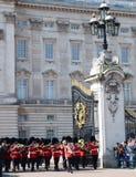 守卫改变,白金汉宫,伦敦,英国 免版税图库摄影
