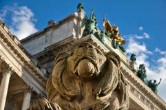 守卫狮子石头 免版税图库摄影