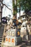 守卫门,成田圣日本之神道教籍寺庙的狮子 免版税库存照片