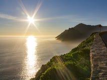守卫Hout海湾的稍兵岩石在开普敦,南非附近 库存图片